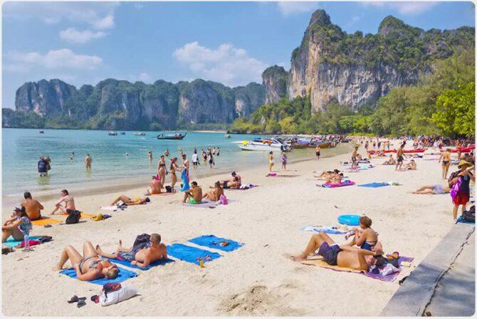Railay West Beach is a paradisiacal beach similar to Phra Nang